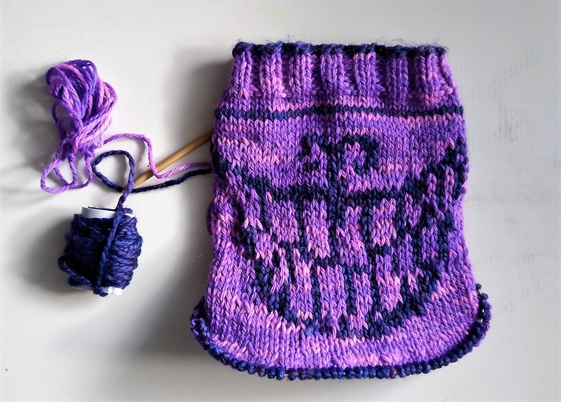 Cheshire Kitty Cowl – Free knitting pattern